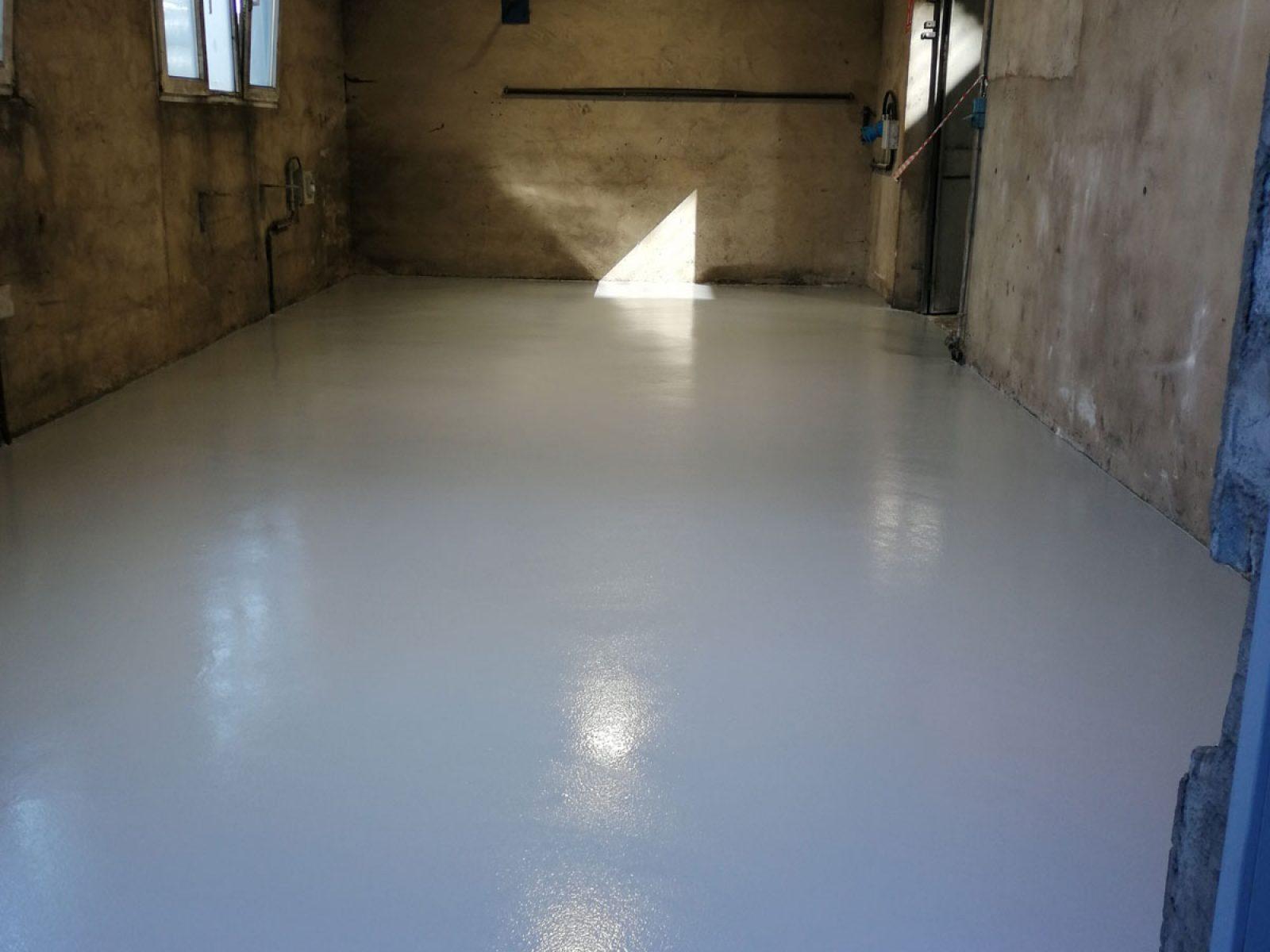 résine de sol semi-lisse en atelier - Alsace - 04